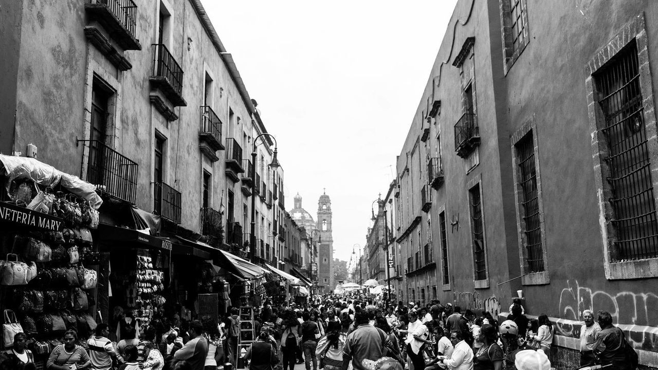 Mega Cities, Downtown Mexico. Photographer Light And Shadow Contrast Perspective Sonyimages People Urban Urbanphotography Architecture Streetphotography Outdoors City Crowd Downtown Blackandwhitephotography Gameoftones TheCreatorClass EyeEm Vision EyeEm Best Edits Culture Mexico City Life