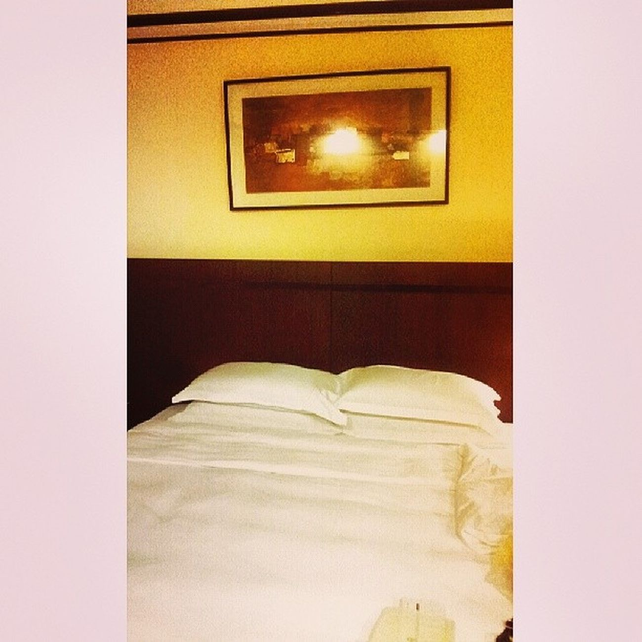 King Bed... living like a royalty... Sofitelmanila Sofitel Itsmorefuninthephilippines Luxuryhotel travel travelphilippines travelmanila samsungphotography phonephotography s2photography