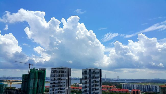 Beautiful huge clouds ❤❤❤ Blue And White Blue Sky Beautiful View Clouds Sunny Day Cloudsporn Skyporn Sky And Clouds Clouds And Sky Beautiful Sky My Perspective Cloud No People My Point Of View Big Clouds
