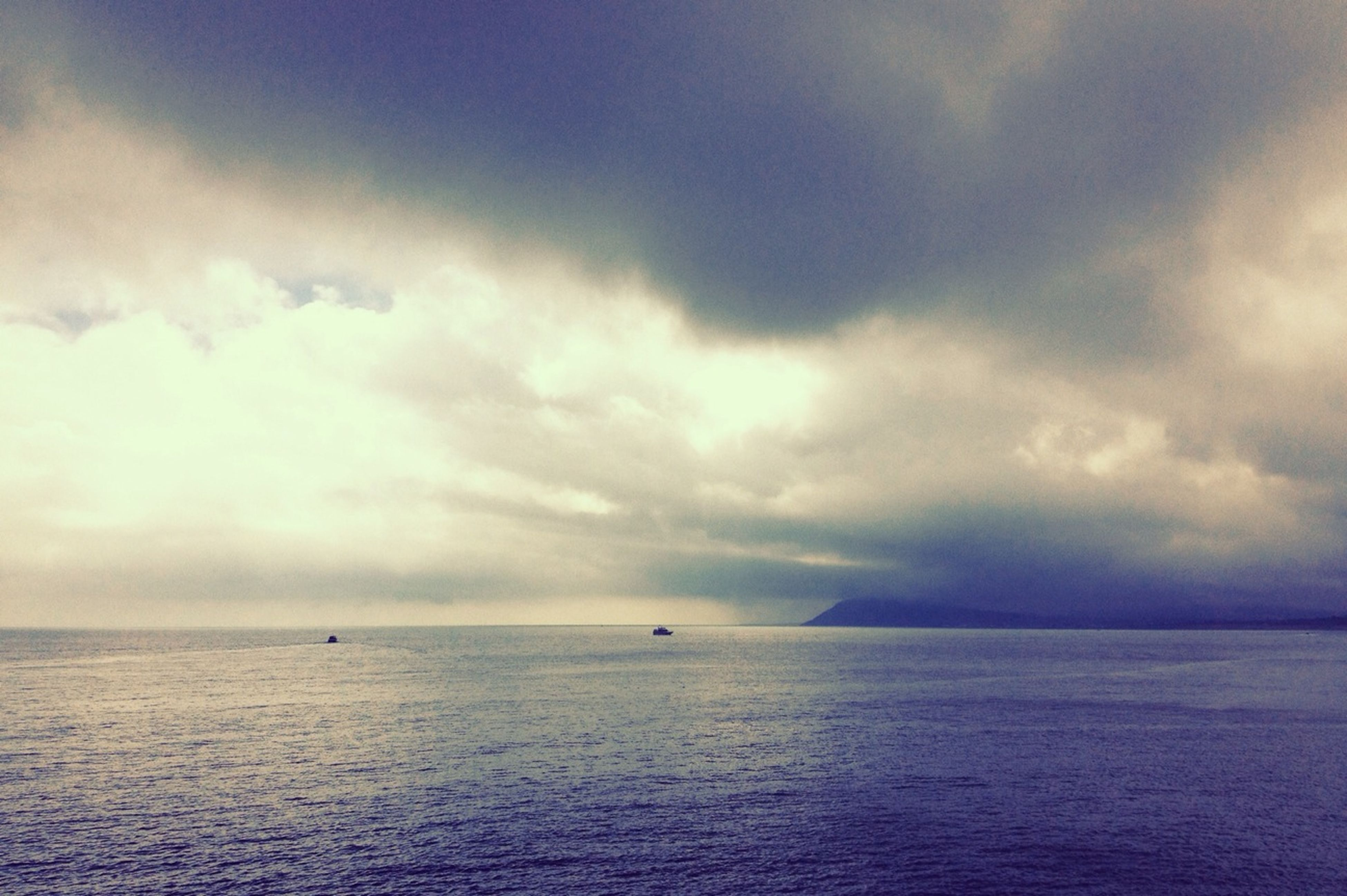 sea, sky, horizon over water, water, waterfront, scenics, tranquil scene, tranquility, cloud - sky, beauty in nature, cloudy, nature, cloud, idyllic, seascape, weather, overcast, outdoors, dusk, rippled