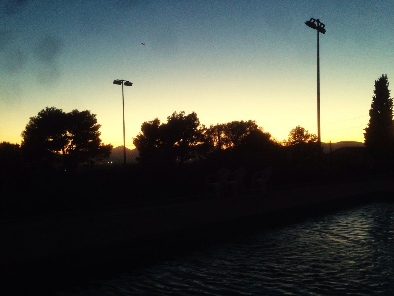 Hanging Out Relaxing Pool Water Reflections Sky_collection Silhouette Lights Headlight Enjoying Life Hanging Out