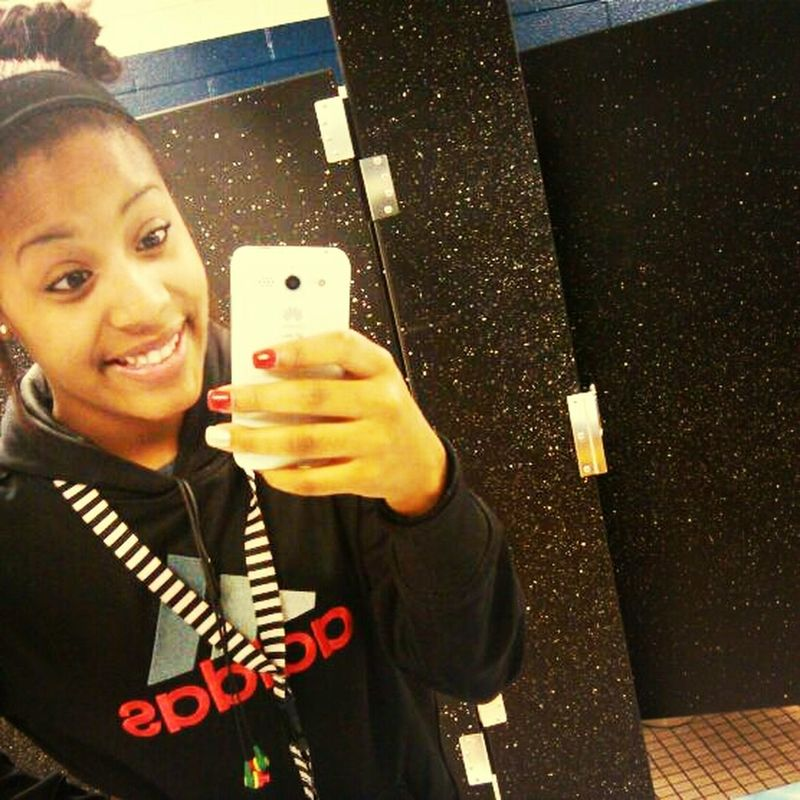 That one really awkward smile! #Bathroom #AwkwardSmile #CheesinALittleTooHard #StillCuteee ((: