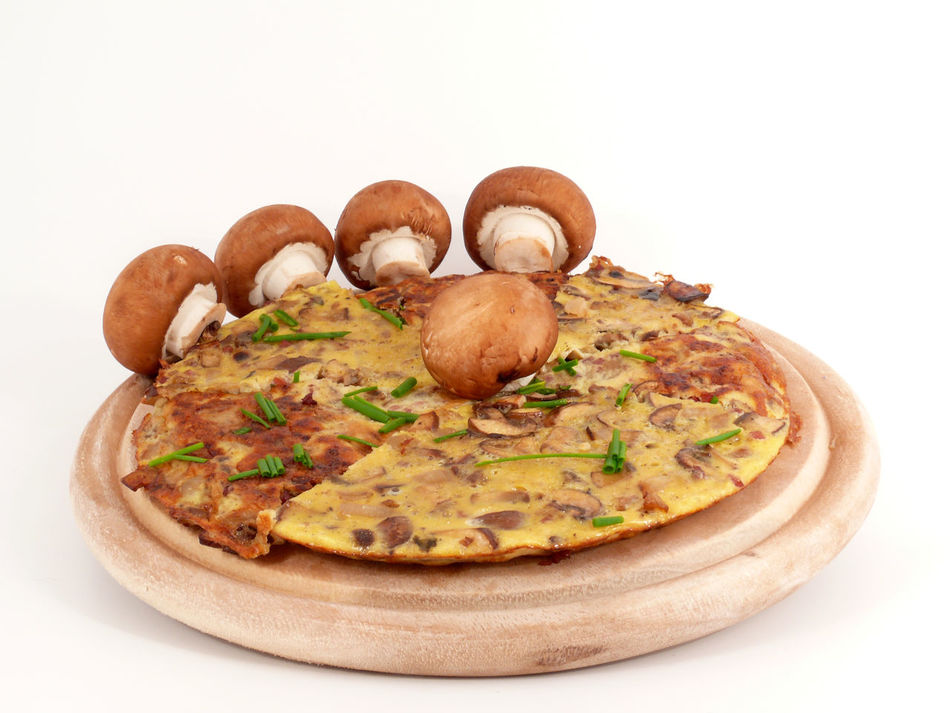 Champignons Close-up Eieromlette Food Food And Drink Freshness Gourmet Mushrooms No People Omelette Omlette Pfannkuchen Pilzomlette Ready-to-eat Snack Studio Shot White Background