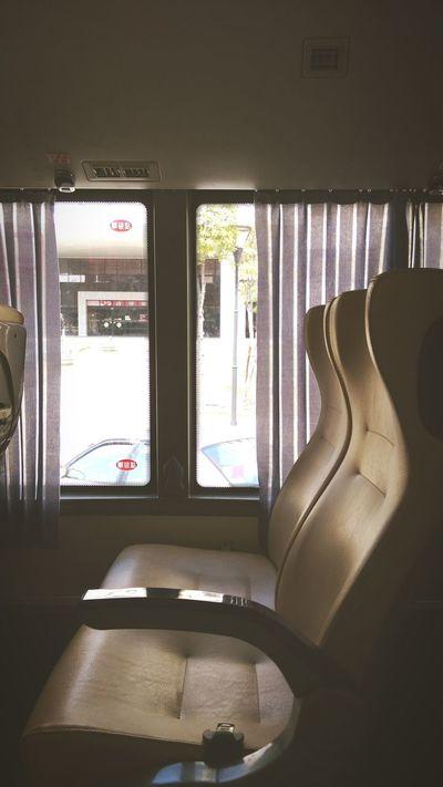 坐公車。想坐到沒有終點....看著窗外繼續思考或者發呆 最美好的地方 公車 享受