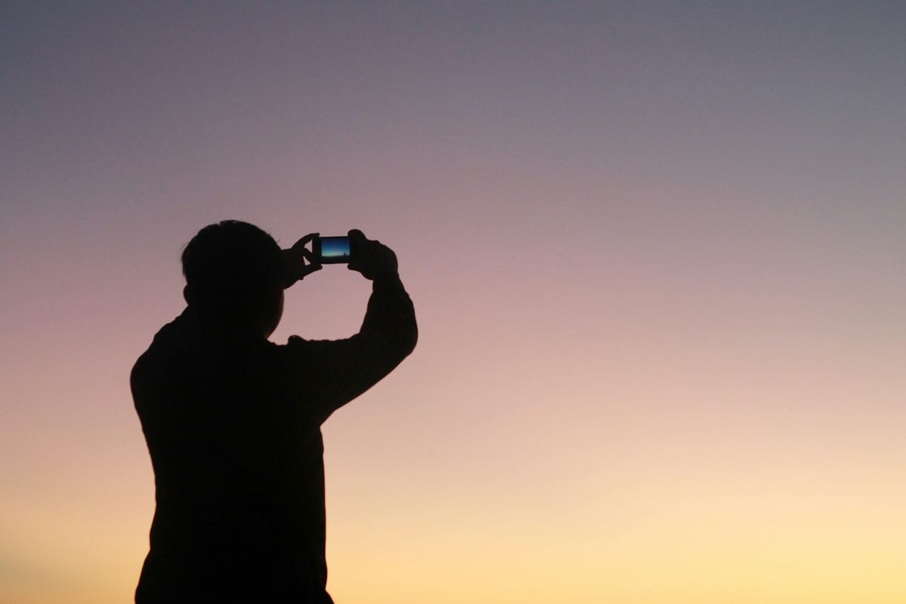 Beautiful stock photos of photographer, Camera Phone, Cellphone, Clear Sky, Copy Space