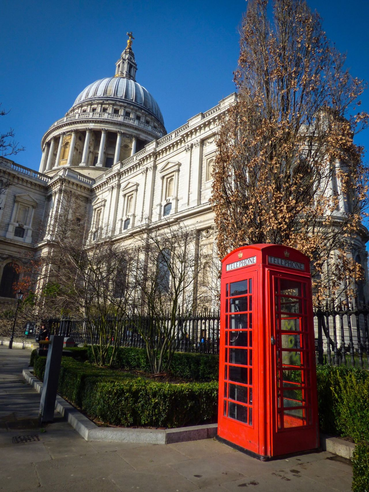Telephone Booth Building Exterior Architecture Built Structure Travel Destinations Pay Phone Outdoors Clear Sky City History Day Tree No People Cultures Historical Building St Paul's Cathedral London Place Of Worship Out And About Spirituality City Railing Red Phone Boxes