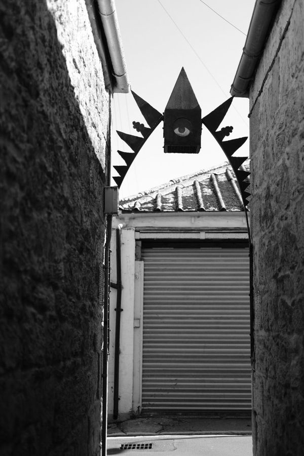 Alley Alleyway Lane Metalwork Metal Art Metal Sculpture Arch Achitecture Falkirk Streetphotography Street Photography No People Black & White Black And White Blackandwhite Monochrome