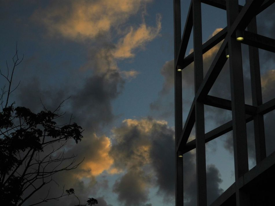 Notes From The Underground Getting Inspired Light And Shadow Silhouettes silh Skyporn Sky Sky And Clouds sky