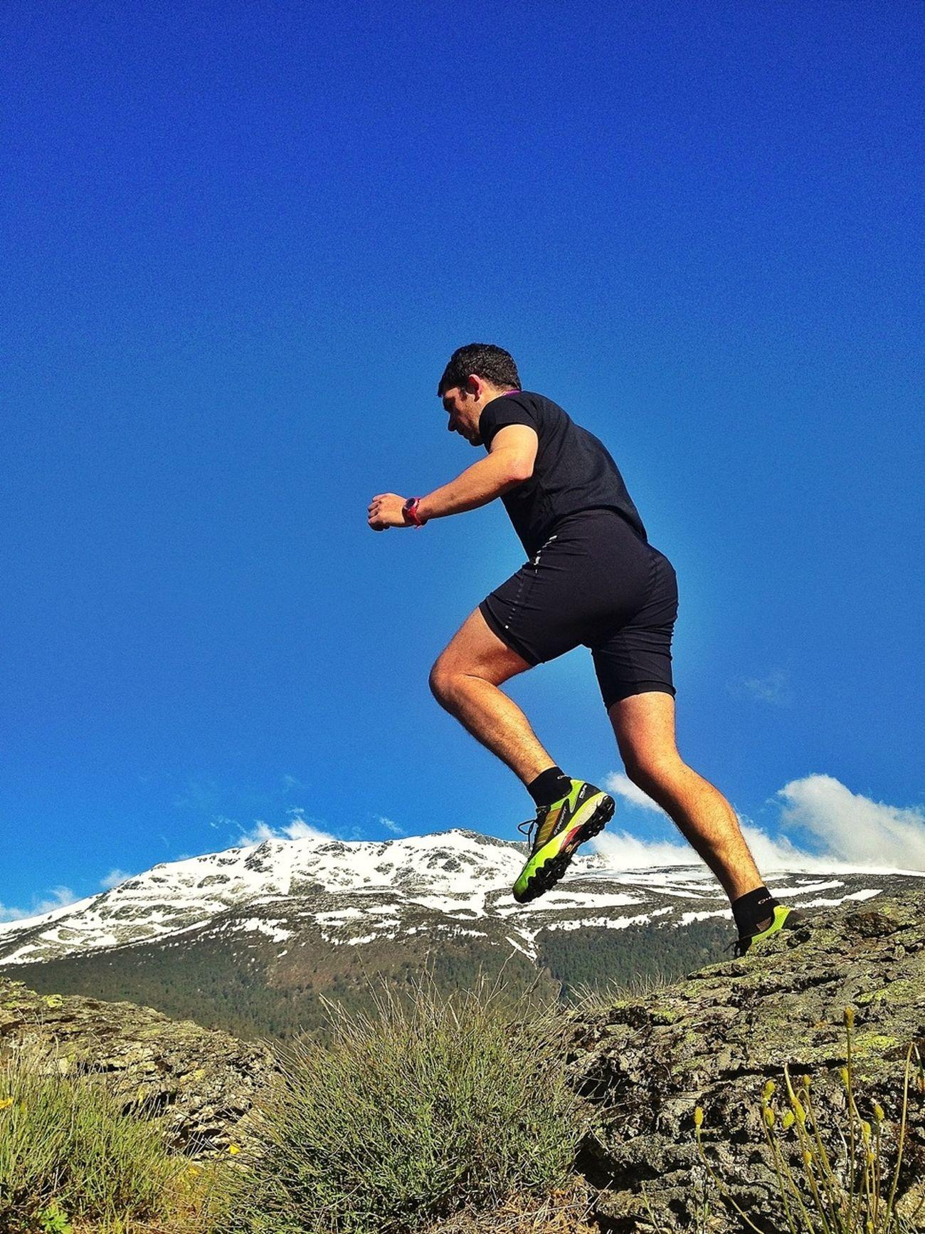 Jump & Summit #trailrunning #CabezaMediana #valledelLozoya #training #gasss #dynafit #felineghost #mountain #ilovemountains #spring #primavera #beforework #SuuntoAmbitions #Dynafitfinde #peñalara