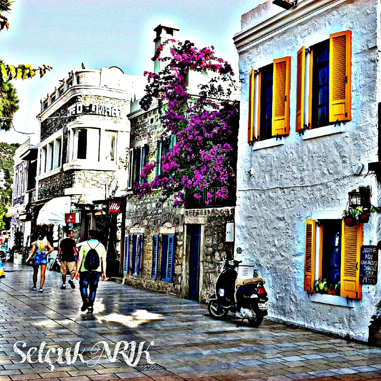 Building Exterior Architecture Built Structure City Outdoors Day Women Real People People Sky Adult Adults Only Carnival Crowds And Details HDR City Architecture Likeforlike Hdrphotography Hdr_arts  Hdr_pics Hdr_lovers Hdr_Collection Hdr_arts  Hdr_captures Minimalist Architecture