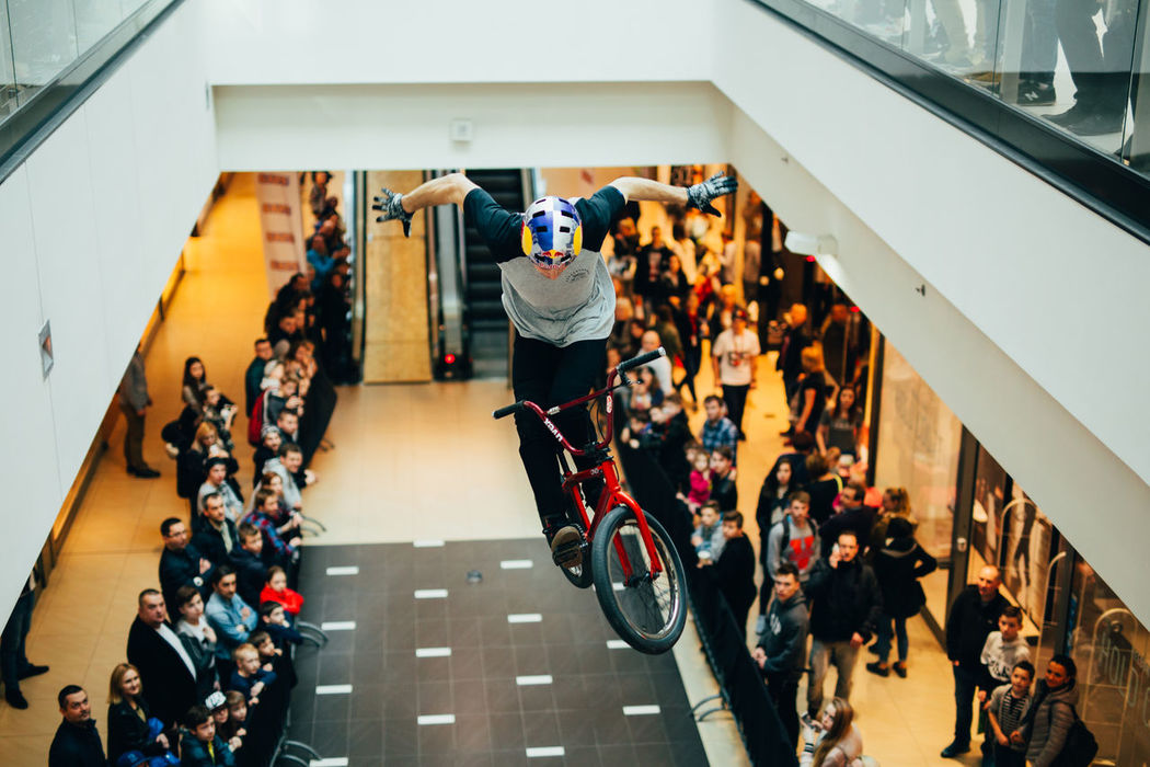 Bmx session in shoping center in kielce :-) Lifestyles Crowd Real People Bmx  Bmx  Bmxlife Bmx Is My Life Bmxphotography Bmx Cycling Bmxforlife Bmxstyle Bmxporn MTB MTB Biking No Hands Mtblife Large Group Of People Brickproduct