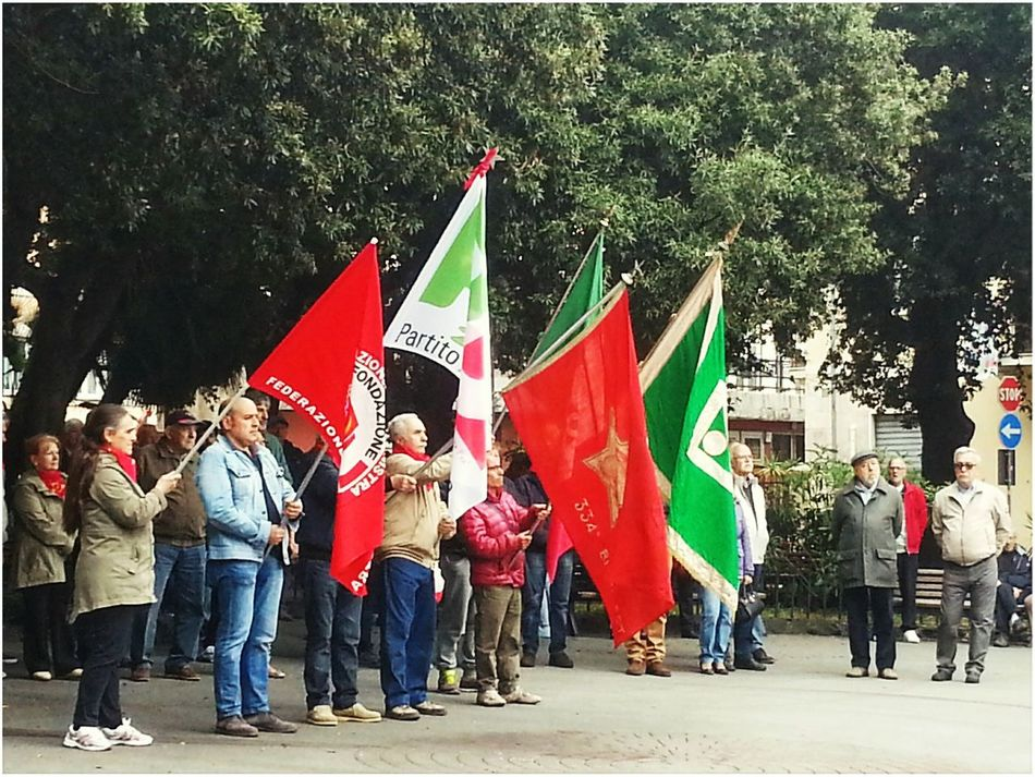 25 Aprile Antifaschismus Red Resistencia ✊ Large Group Of People Patriotism People Real People Outdoors City Adult Day Adults Only Crowd