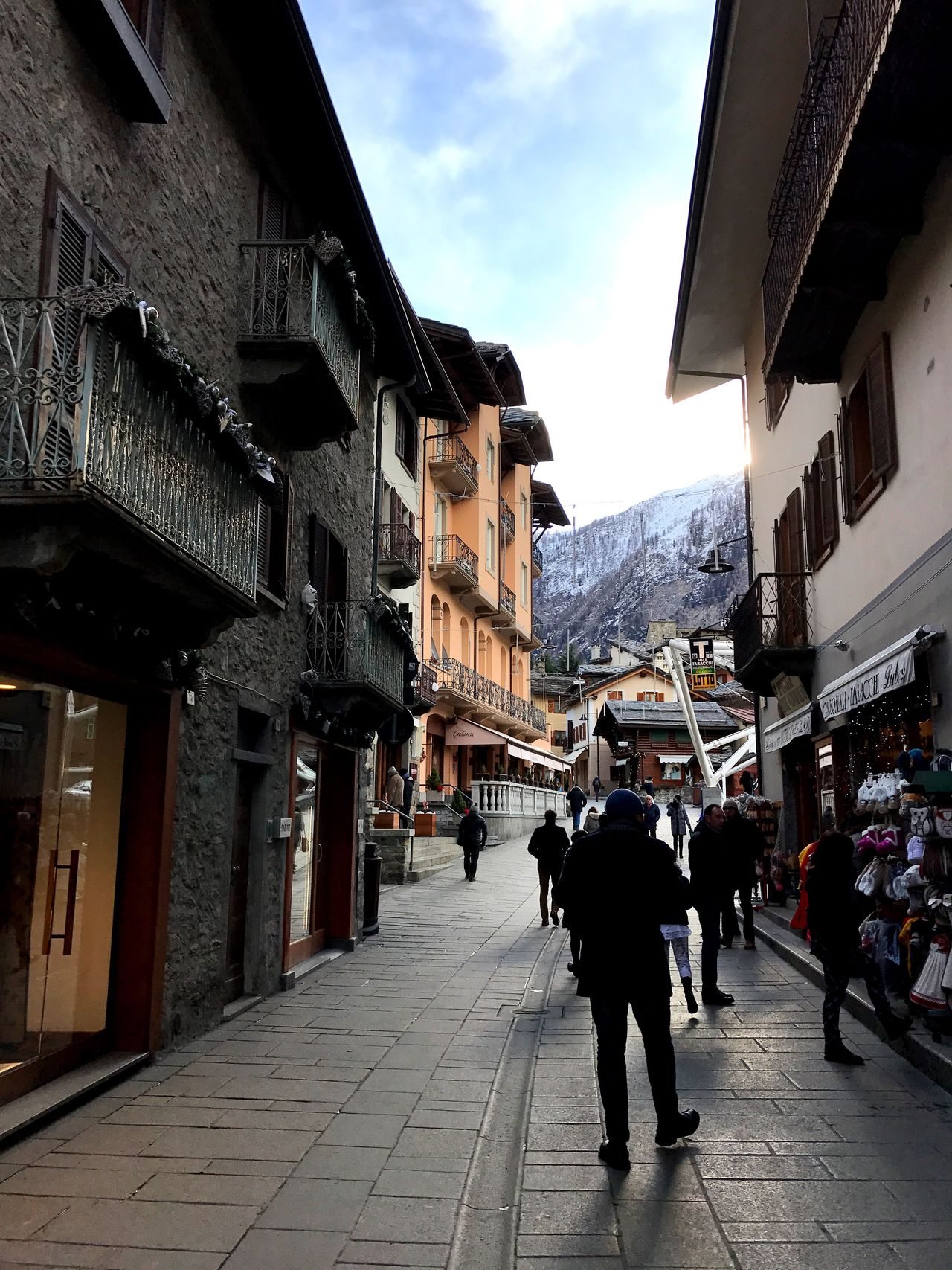 In giro per Courmayeur Building Exterior Architecture Sky Built Structure Real People City Large Group Of People Outdoors Day People Adult Courmayeur Aosta Valle D'aosta