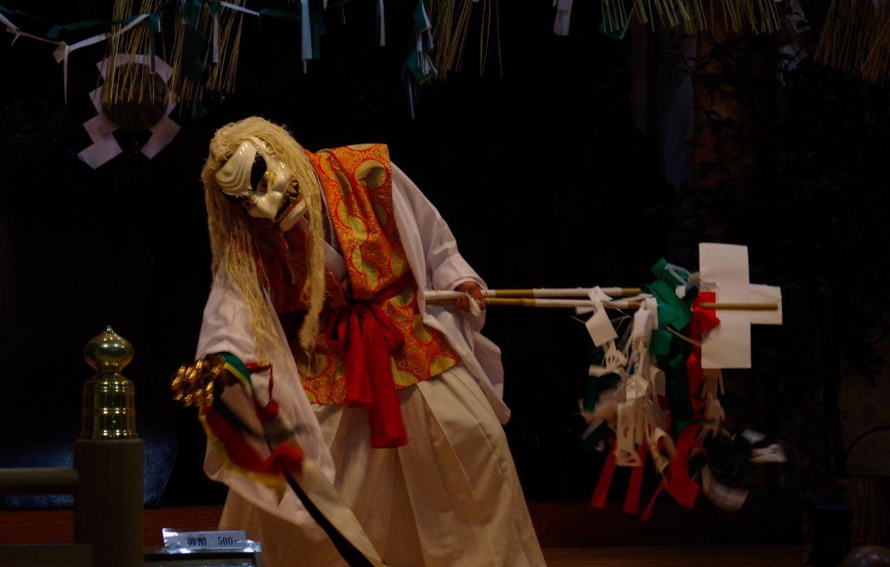 Takachiho's Yokagura night dance - Miyazaki Japan Traveling Shrine Miyazaki Light And Shadow People Japan Dance