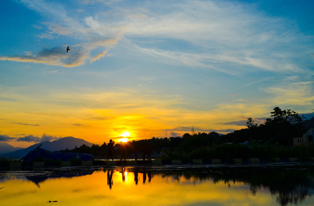 Florestimur Indonesia Photography  Silhouette Child Photography Children_collection Children's Portraits Sunset Landscape Landscape_Collection Nature_collection Reflexions Water Silhouettes