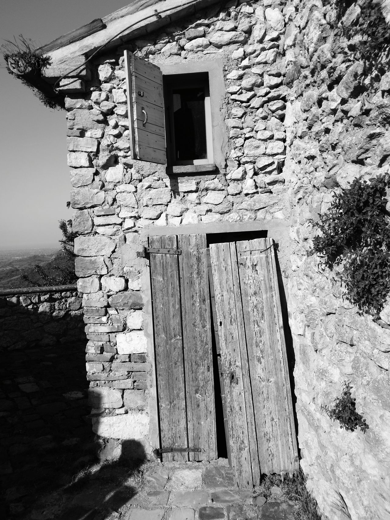 Architecture Built Structure Building Exterior Window Day No People Outdoors Low Angle View Sky Blackandwhite Montebello Azzurrina