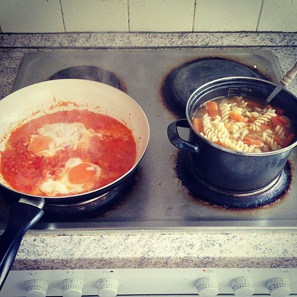 LOL ich koch' alles spontan Omelett Tomatosauce Noodles Foodporn DIY lovecooking randomrecipe wegzurKlausur 14daysleft