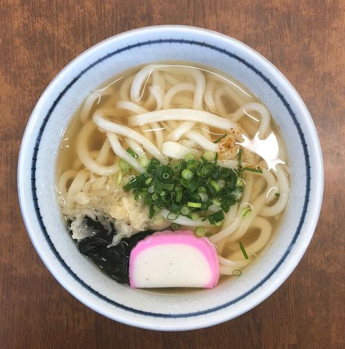 『矢田うどん』 お使いの寄り道うどんです。開いたばかりでも一杯のお客様。人気があります。 かけうどん小 ¥250 バリバリ関西人の親父が大好きだった出汁は美味いですね。大阪の味なのかなぁ。