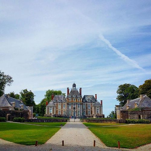 Chateau de Balleroy: it also has a Ballon museum 🎈 Normandy France Visitfrance Frankreich Reise Summer Instamood Picoftheday Nofilter Instatravel Travel Château Balleroy History