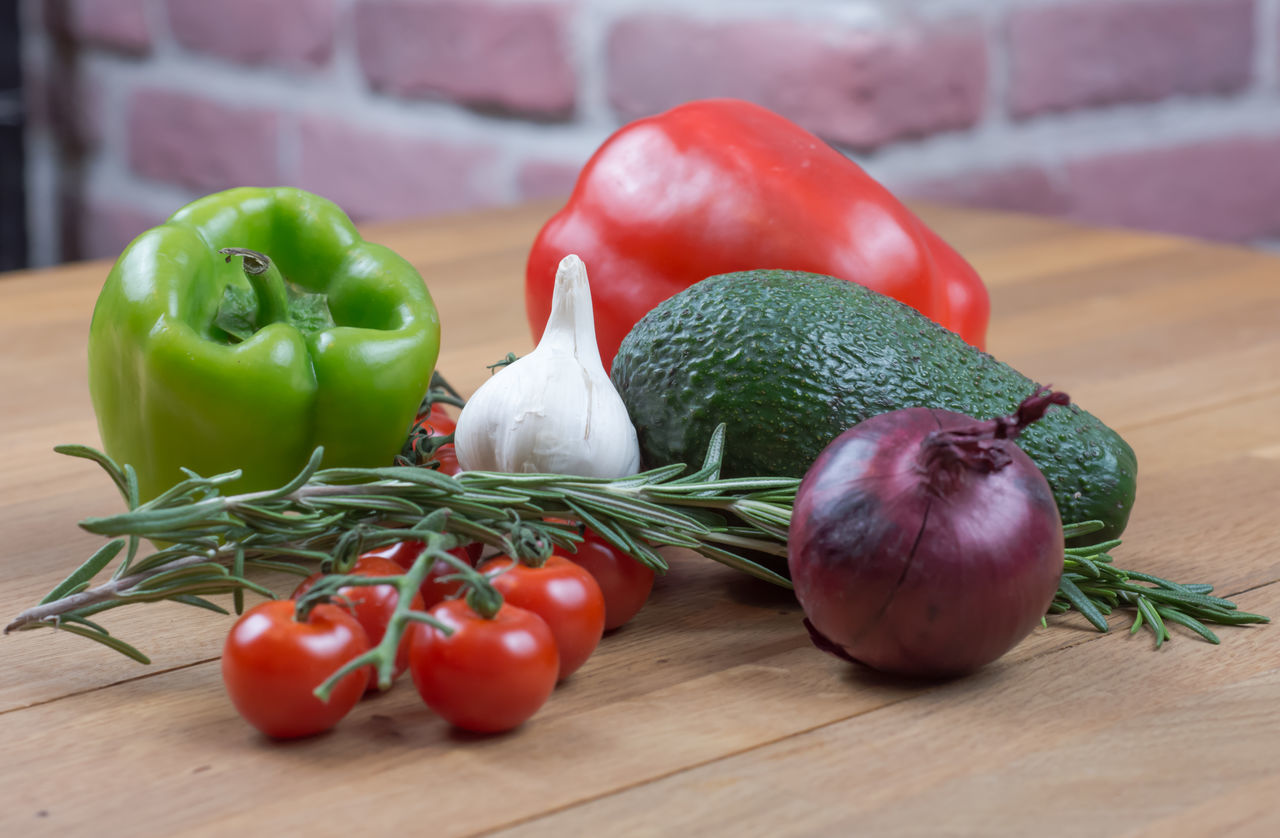 Close-up Food Freshness Healthy Eating Ingredient No People Red Red Bell Pepper Tomato Variation Vegetable Whole