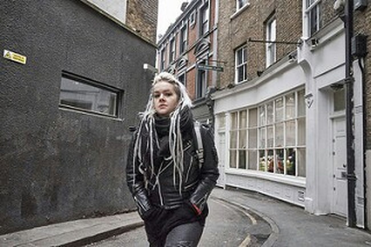 Young Adult Leather Jacket Fashion London London London!!! Fitzrovialitter Alleyway Girl Fitzrovia Street Photography Candid Photography LONDON❤ Outdoors Walking Building Exterior City Urban Life Streetphotography Londononly Candidshot One Woman Only Urban Atmosphreric Streetphoto London Calling Street Photo