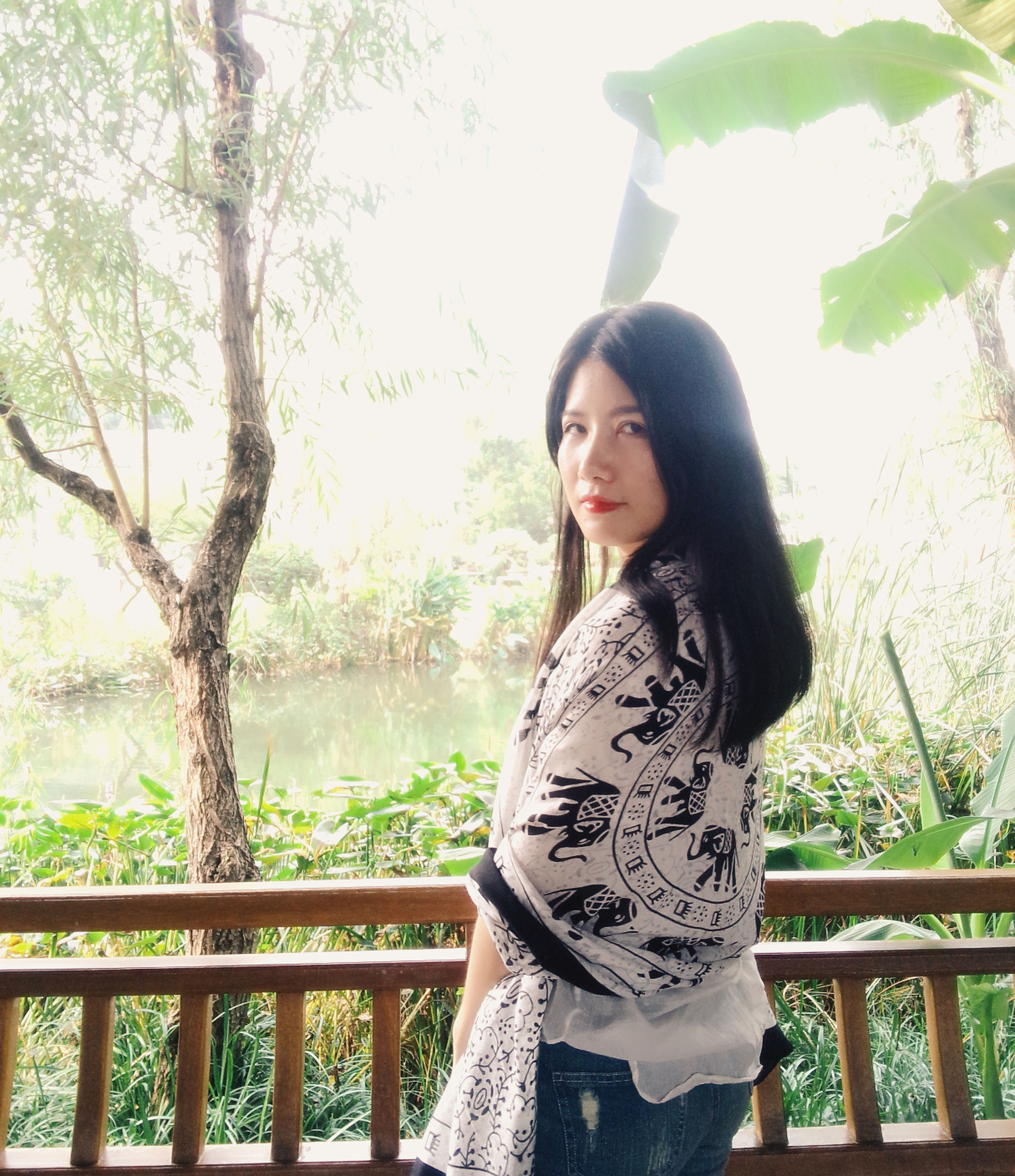 young adult, tree, lifestyles, casual clothing, standing, young women, person, leisure activity, waist up, railing, three quarter length, portrait, long hair, front view, looking at camera, sitting, nature
