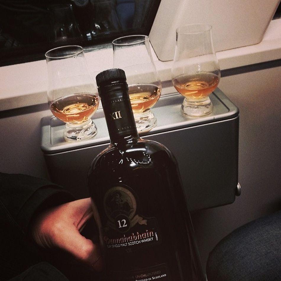 Betthupferl im Zug... #whiskySBH #tasteup Singlemalt Tasteup Whiskysbh Train 12years Whisky 12jahre Bunnahabhain Islay Whiskyporn Scotch Unchillfiltered Zug Malt Hzl Slàinte XII Immendingen Tuttlingen Scottland Schottland