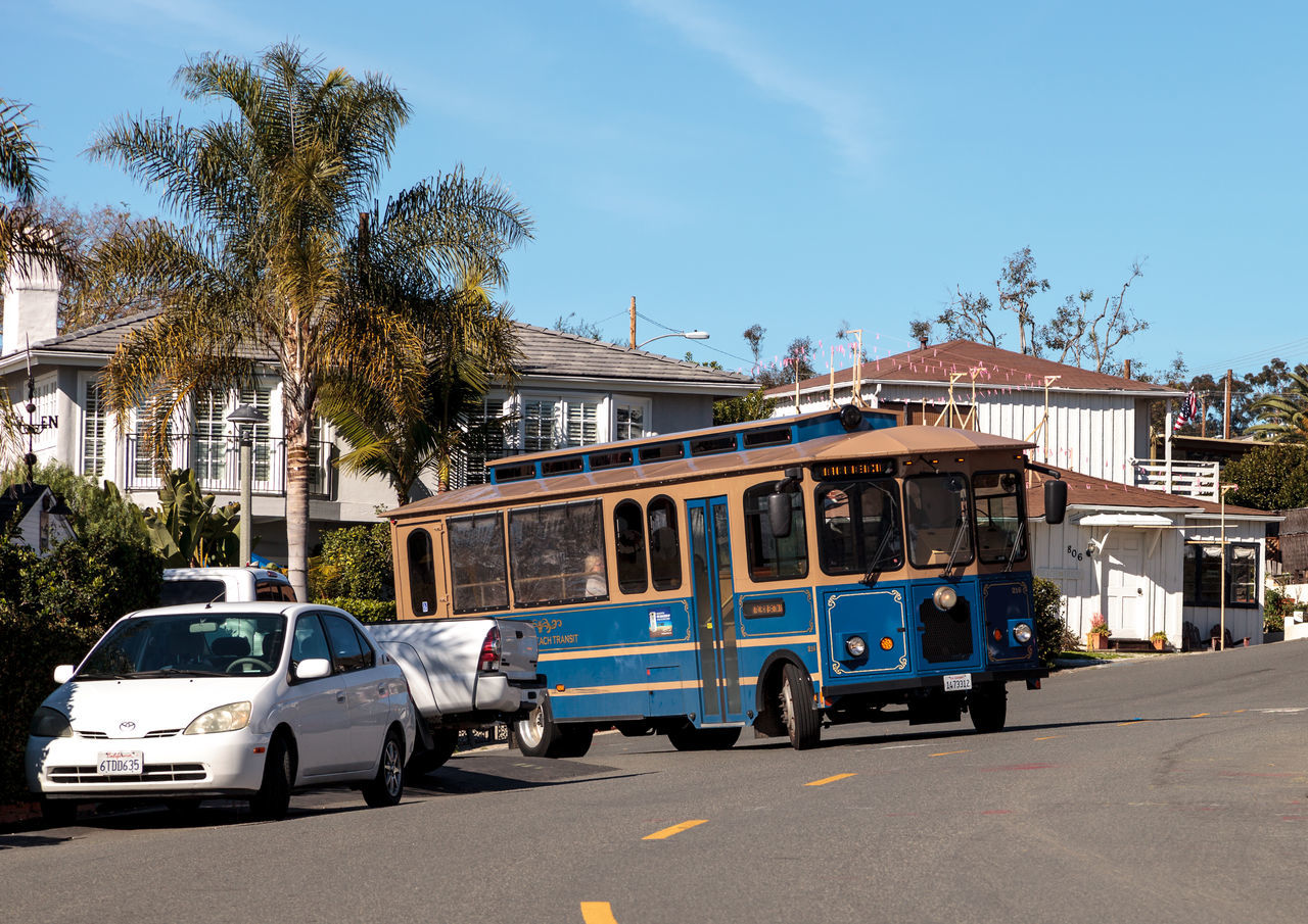 Laguna Beach, California, USA – January 8, 2017: Laguna Beach trolley drives along Cliff Drive near Diver's Cove in Laguna Beach, California in winter. Editorial use only Day Laguna Beach, CA No People Outdoors Publica Transportation Sky Transportation Tree Trolley