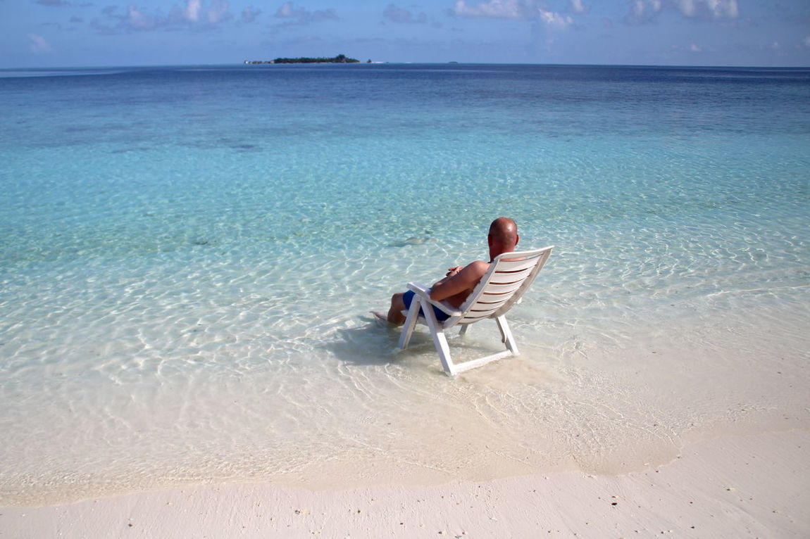 Beach Sand Relaxation Vacations Water Sitting Sea Getting Away From It All Mid Adult Summer Leisure Activity Nature Tranquility Full Length One Person Adult Tranquil Scene Day Dreaming Beauty Day Holliday Malediven  Maledives Traumstrand Strand Be. Ready.