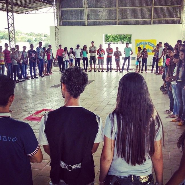Oração e gincana no terceiro dia do DNJ 2013, com a participação de paróquias vizinhas.