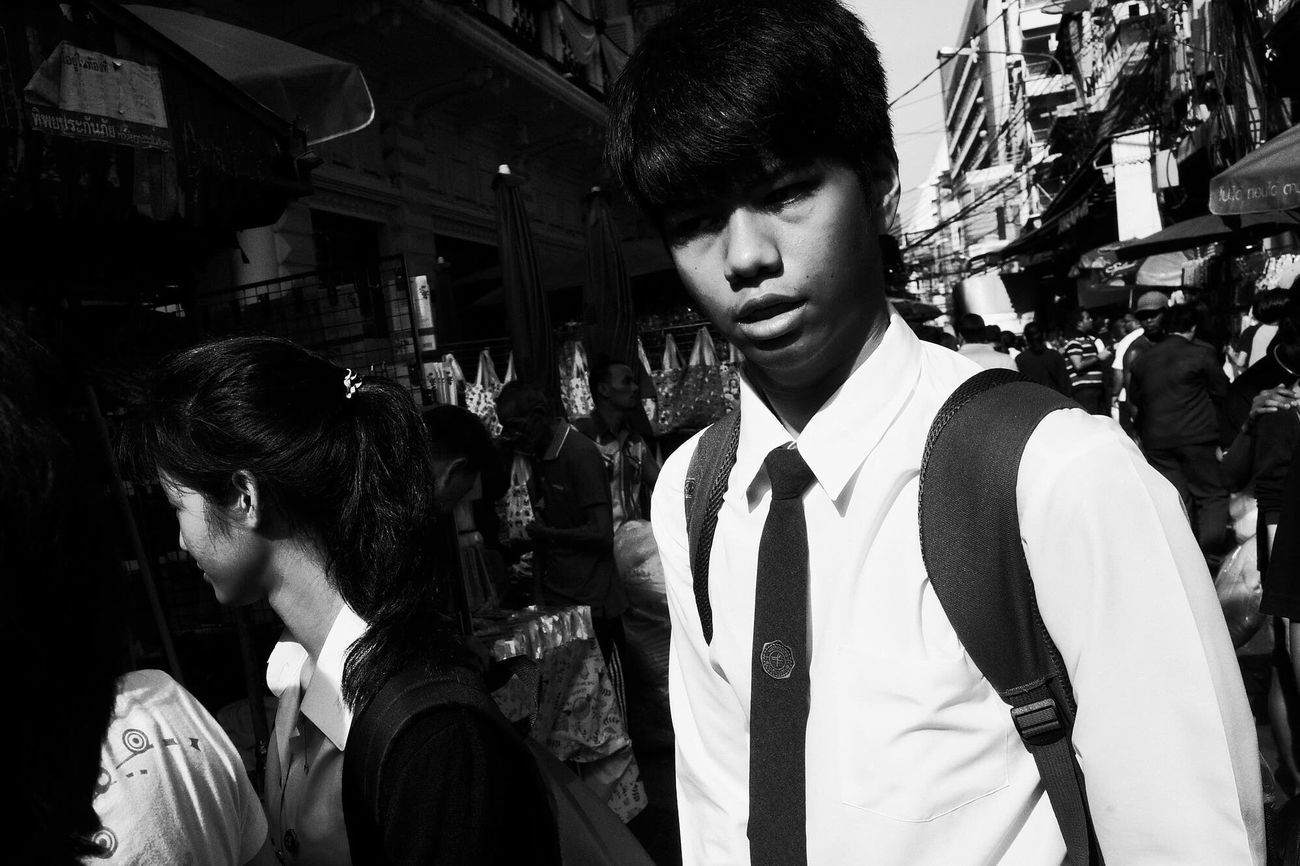 Monochrome Photography Walking Around Streetphotography Street Flaneur Blackandwhite Blancoynegro Streettogs Streetphoto_bw Street Life Streetphotography_bw Contrast Monochrome NEM Black&white AMPt - Street Ricoh Gr City BKK Bangkok Thailand NEM Street Life In Motion High Contrast