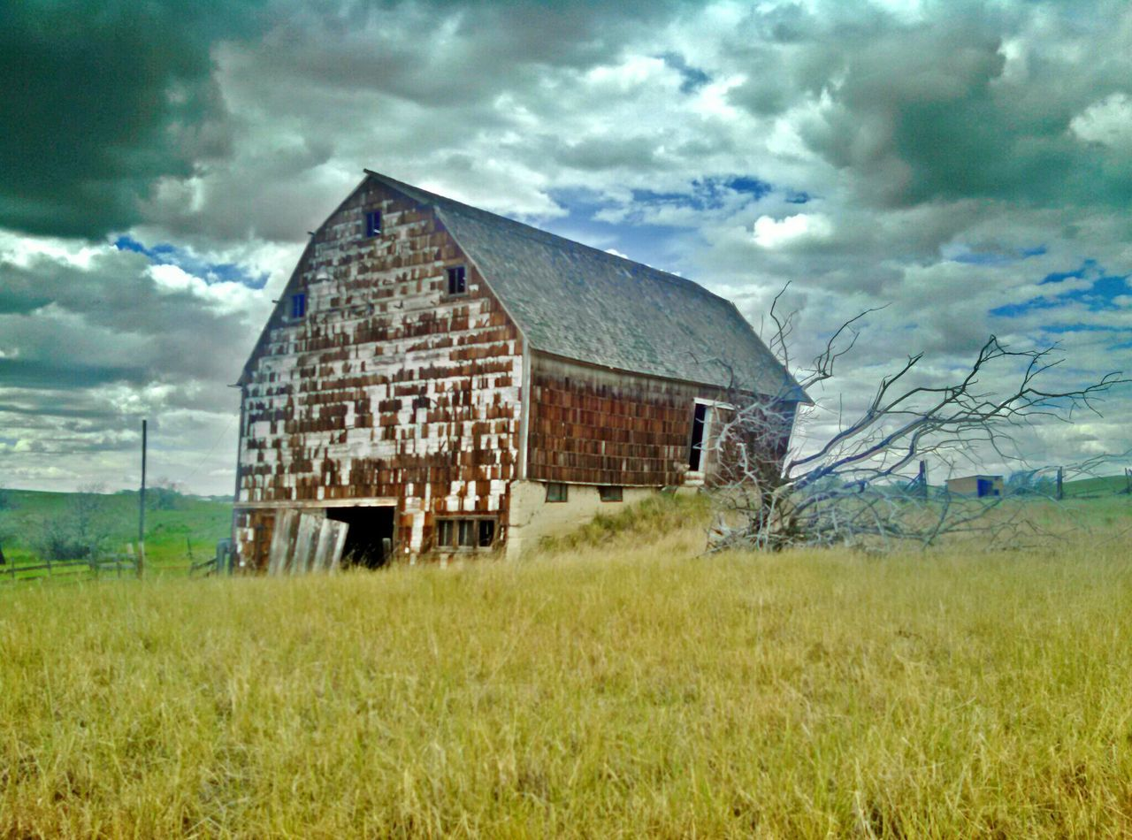 Check This Out Eye For Photography Montanaphotography BigSkyCountry Portrait Of America Country Road Original Experiences Barns Old Bones The Architect - 2017 EyeEm Awards
