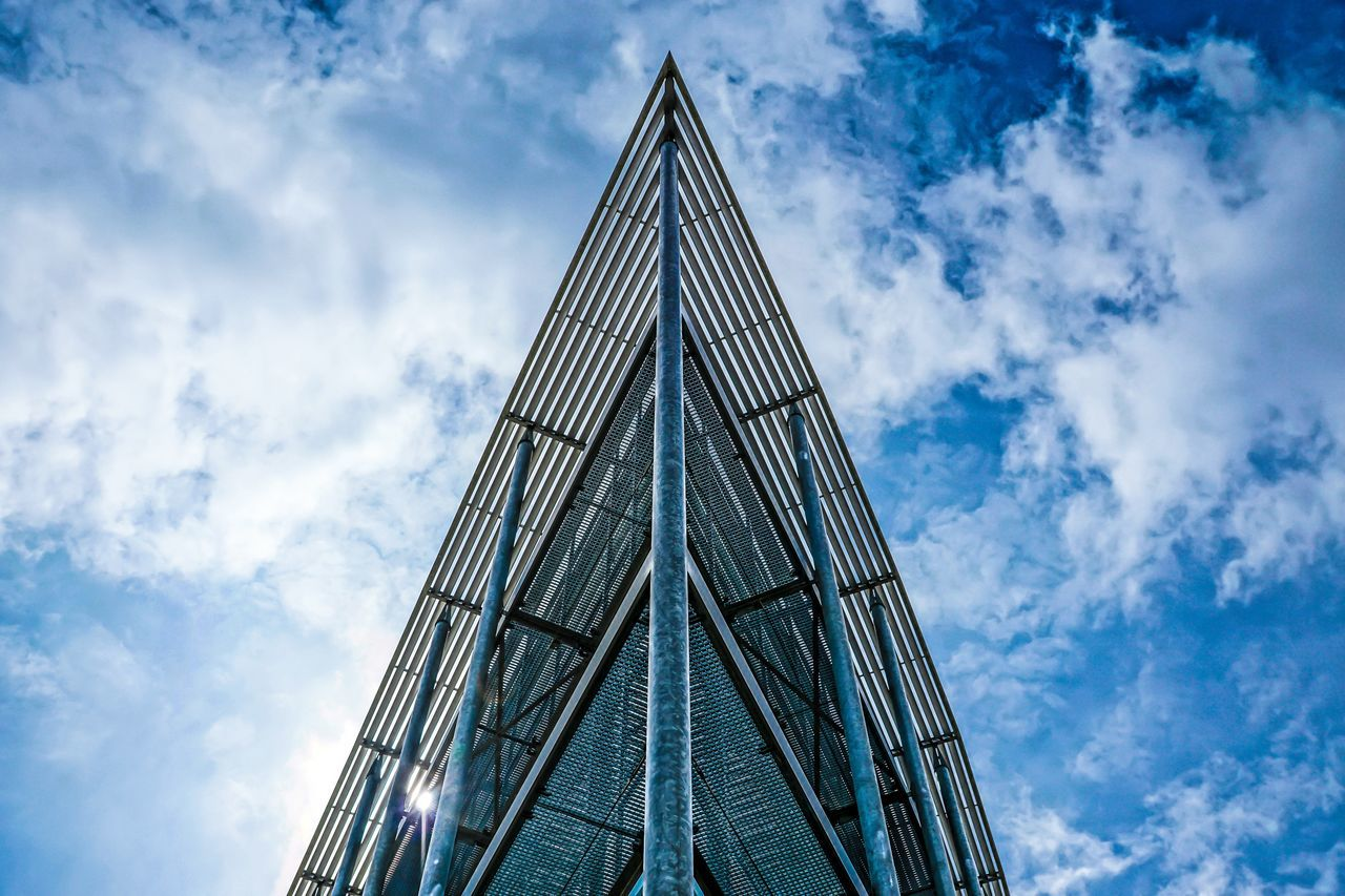 The peek ... Architecture Architecture_collection Blue Sky Building Exterior Built Structure Cloud - Sky Day EyeEm Best Edits EyeEmBestPics Low Angle View Modern Modern Architecture No People Outdoors Peek Sky Skyscraper Sunny