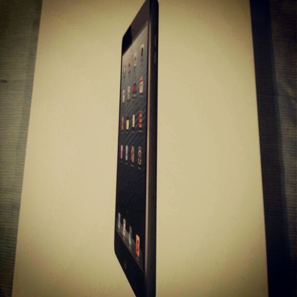 Its finally here.......The First iPad Mini in Bahrain (PS its not mine xD)