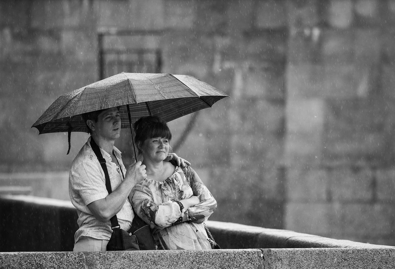 Canon 5D Mk II Canon 5D Mark II Canon EF 100-400 L IS USM Outdoors Street Street Photography Streetphotography Streetphoto Cute Black And White Photography Blackandwhite Black&white Black And White Black & White Blackandwhite Photography Blackandwhitephotography Umbrella Togetherness Focus On Foreground Rain Rainy Days Raining Day Raining Rainy Day Love