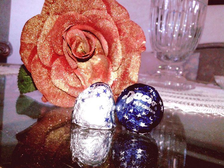 Noo ma mica è una rosa finta,nono?? San Valentino Rosé Cioccolatini Baci Fiori Amore