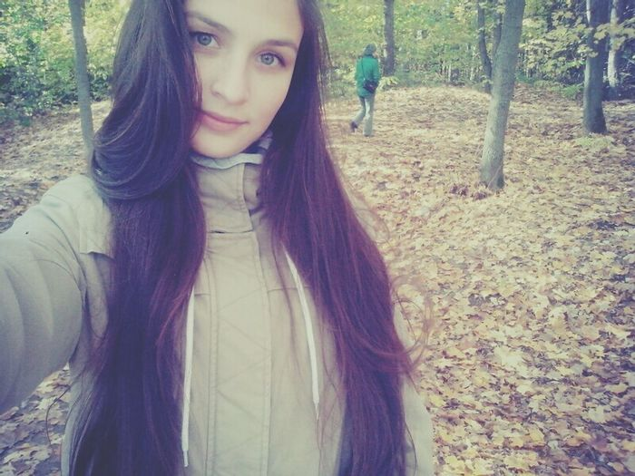 Long Hair Young Adult Young Women Headshot Forest Tree Front View Casual Clothing Person Looking At Camera Outdoors Beauty Vacations WoodLand Tourism Facial Expression Beautiful People