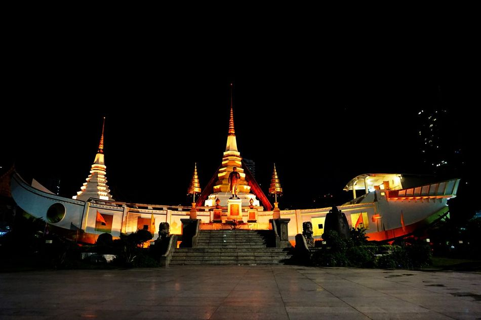 Wat Yannawa Temple bangkok Night City Light Boat Shape Temple Boat Temple Temple At Night Temple At Thailand Temple In Bangkok Bangkok Thailand. Thai Temple Thai Temple Faces Of EyeEm The Architect - 2016 EyeEm Awards