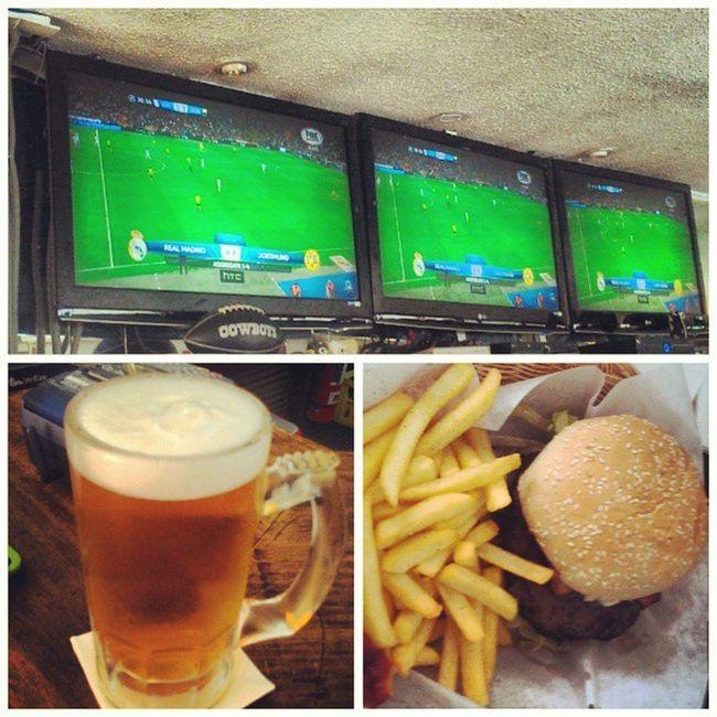 No podía perderme este partido, los meetings pueden esperar. TheCorner BeerBurger BeerTuesday FuckingAwesome RealMadrid HalaMadrid Miraflores Lima Peru