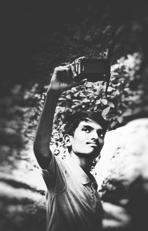 Selfie Self Portrait Photography Forest Holding SLR Camera SlrSnap Portrait Photographing DSLR Photography Outdoors People Photography Themes DSLR_CLICK Forever Young Forest Adventure Yashika 📷 Roll Outingwithfriends Camgram