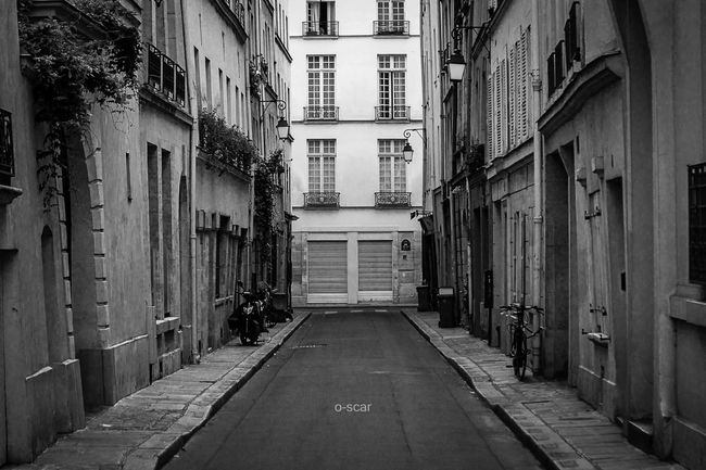 ✨ Rue Budé / Paris IV Street Urban Blackandwhite Blackandwhite Photography Black And White Streetphotography Streetphoto_bw My City Urbanphotography Paris