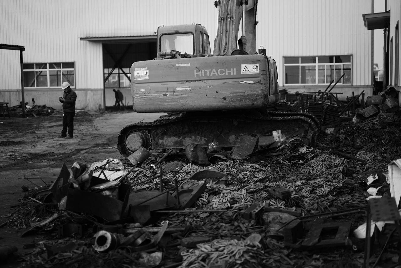 China Photos Scrap Iron Old Metal Factory Bnw Blackandwhite Light And Shadow Taking Photos Streamzoofamily