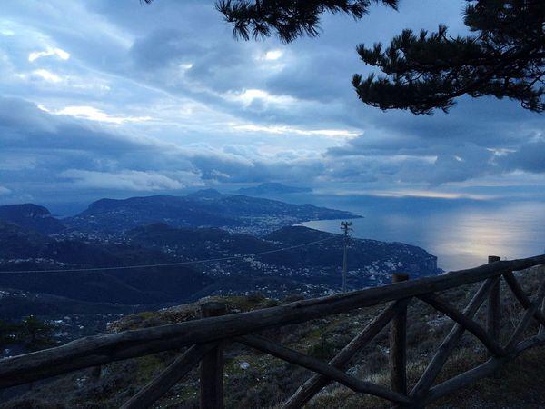 Il Faito (Campania -Italia ) Enjoying Life Italy Photo Life Hello World Sea Mountain View Mountains Home Sweet Home Life