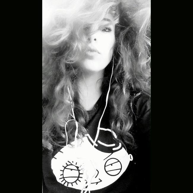 Stewie Stewiegriffin That's Me Train Hello World Travelling On The Train Girl Girls Blaxkandwhite
