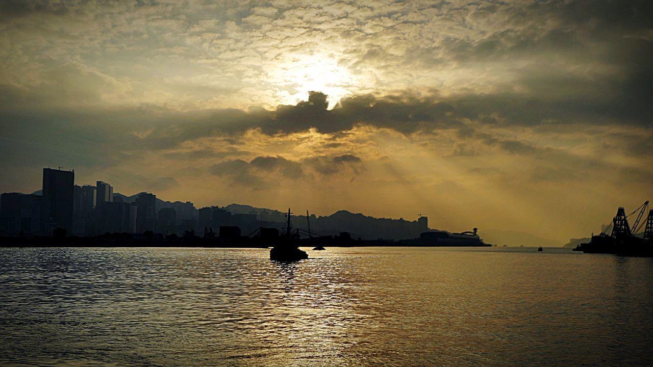 sunrise HongKong Discoverhongkong Leica Leicaq 😚 Sunrise Morning Cloud Harbour View 香港 風景 Landscape Tokwawan HDR