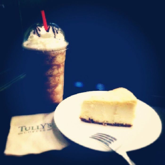 This is my first time to try Tully's Coffee Shop and it's really, really great. The ambiance. The pretty and handsome baristas and of course - the coffee. I ♥ it to be here. :)) Mochabellaccino Cheesecake Coffeelover Frappucino cake sweets
