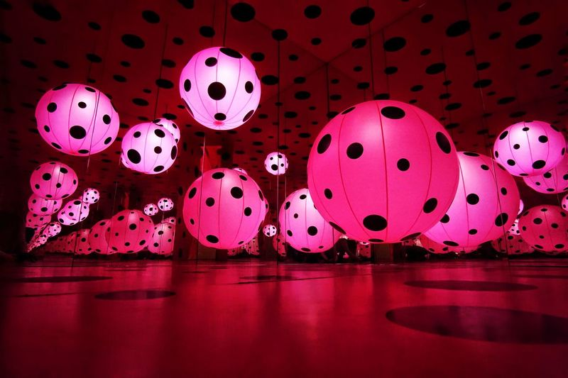 Reflection Sphere Spotted Illuminated Infinity Room Yayoi Kusama YayoiKusama Kusama Yayoi Kusama Art Installation Art Art Gallery Hirshhorn  Pink Pink Color