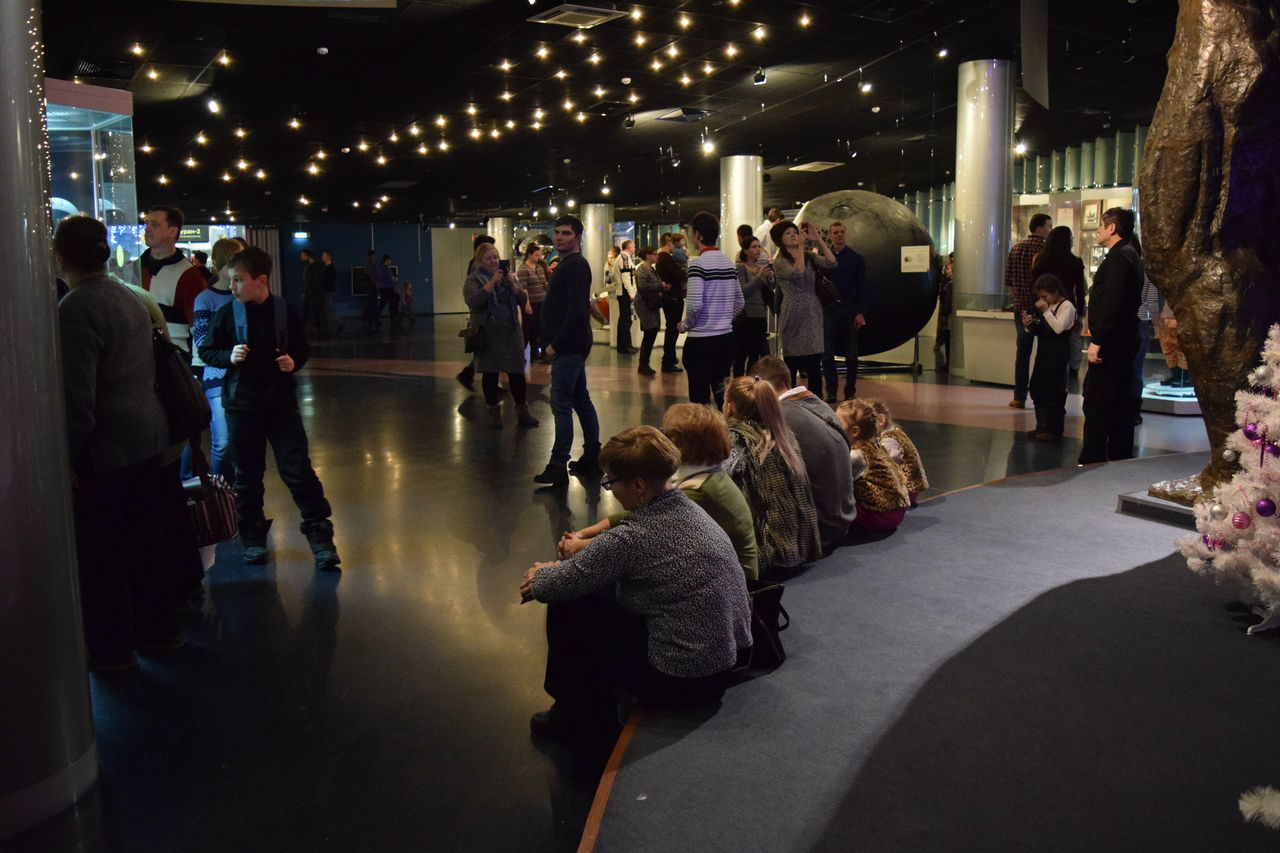 space museum Adults Only Crowd Exhibition Full Length Illuminated Large Group Of People Life Events Museum People People And Places People Watching Women