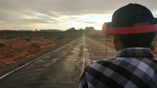 Marlin standing on the famous forest gump road near monument valley arizona/utah. Forest Gump Famous Landmarks Monument Valley Sunset Hello World Taking Photos Outdoor Photography My Life ❤ Taking Photos Hi! Enjoying Life