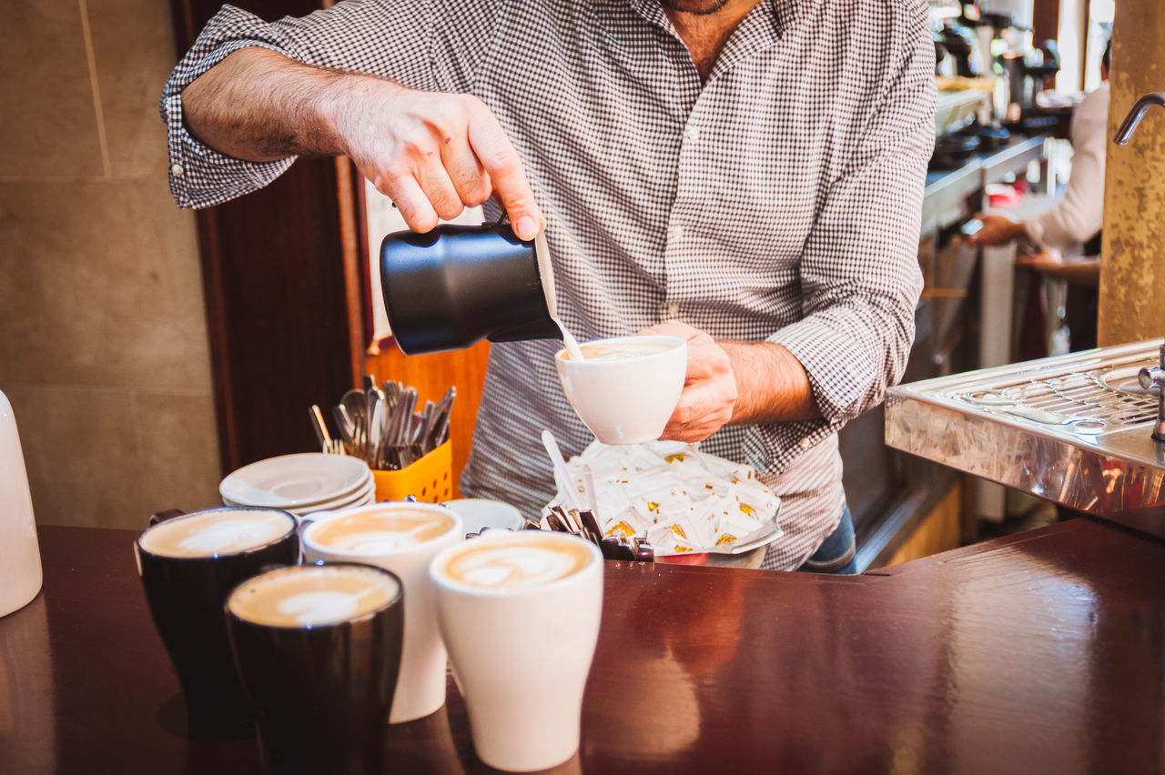 Beautiful stock photos of kaffee, 30-34 Years, Barista, Cafe, Coffee - Drink